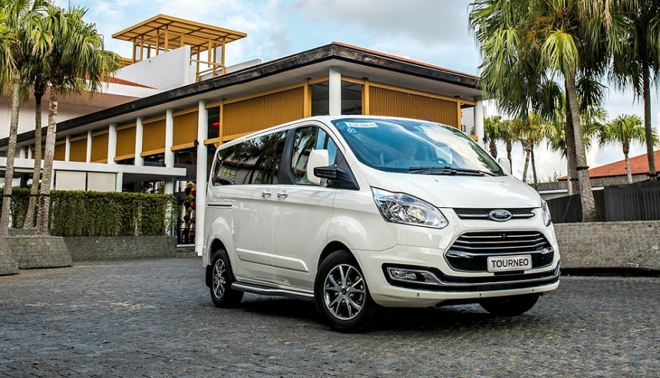 ford-tourneo-ha-noi